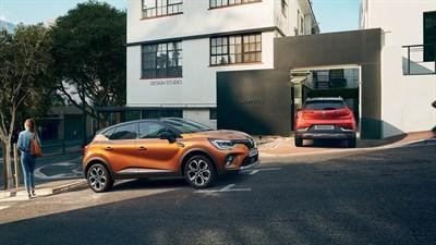 Jaunais Renault CAPTUR  Ārpusē...